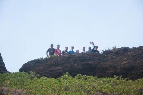 Akhirnya tiba juga di puncak, tinggal Citra sendiri yang masih tinggal di bawah memotret kami